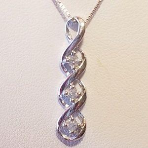 Jewelry - 10k white gold necklace with diamonds
